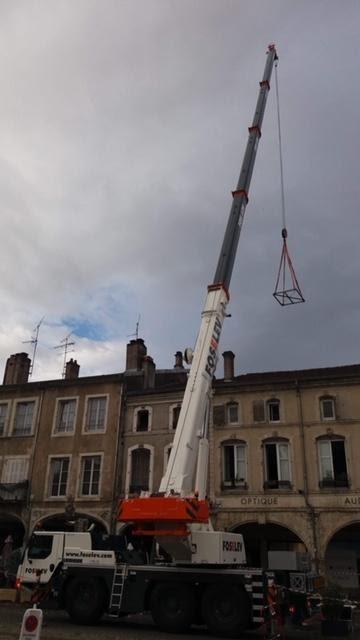 Intervention d'une grue de 33 mètres place Duroc